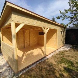 Záhradný drevený domček Olívia je vyrobený zo suchého smrekového dreva